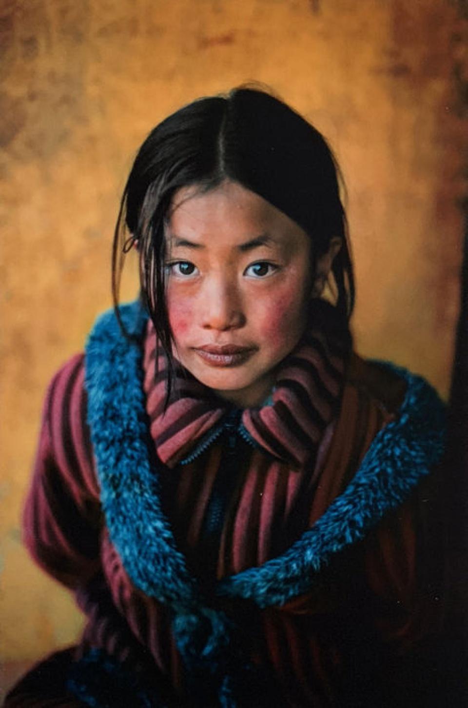 Steve McCurry. Girl in a Chinese Coat, Xingazê, Tibet, 2001