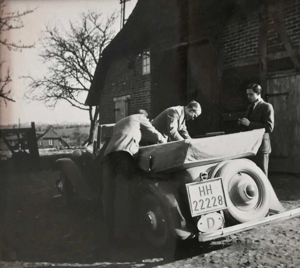 Herbert List. 'Ausflügler im Alten Land'. Vintage Gelatin Silver Print
