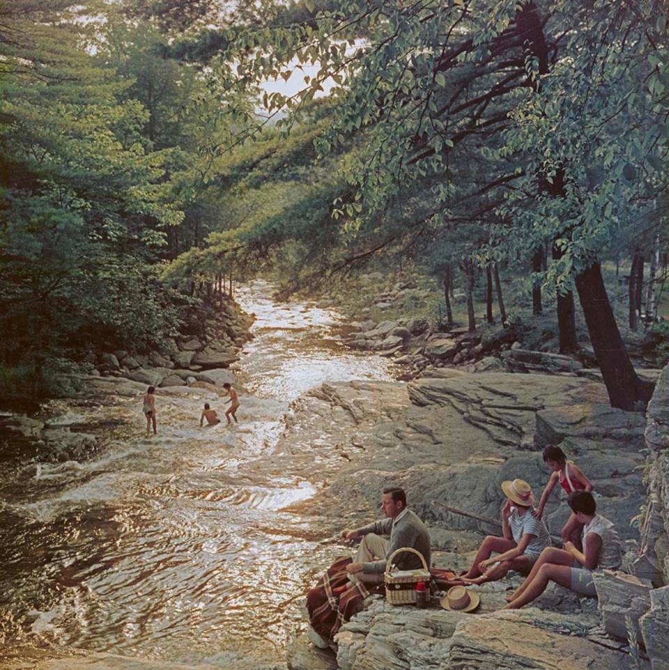 Slim Aarons. Campbell Falls picnic, Massachusetts, USA, 1959