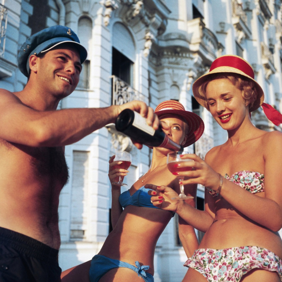 "Slim Aarons. ""Top Up?"", Carlton Hotel, Cannes, 1958"