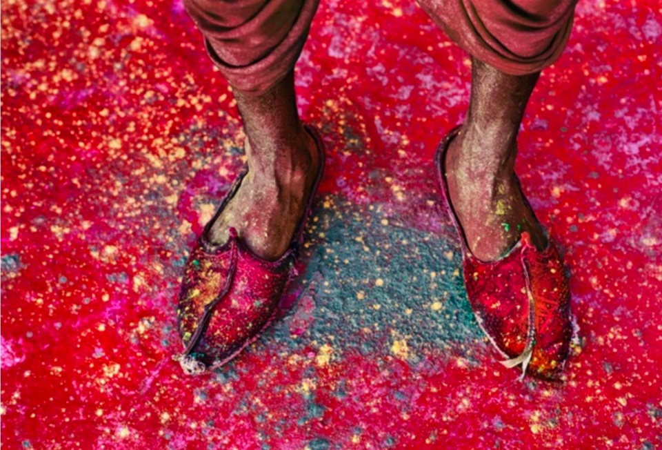 Steve McCurry. A Villager Participating in the Festival of Holi, Rajasthan, India, 1996
