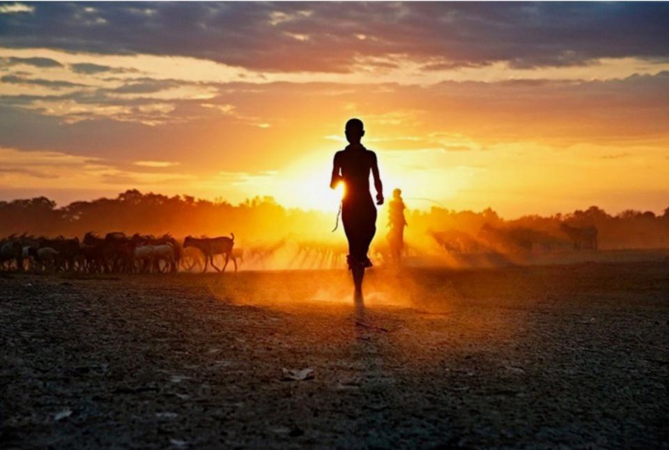 Steve McCurry. Running at Sunset, 2012 jpeg