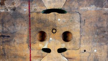 Sinje Dillenkofer. CASE 76. 2006. 113,5 x 129 x 3,5 cm Ed. 1/3 Holzmodel für Gussform für Vergaserflansch, Mercedes Benz, Baujahr 1937, Daimler Chrysler Classic Center, Stuttgart