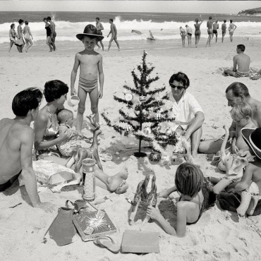 Max Scheler. Australia near Sydney 1959. German immigrant family Hufnagel with presents and nylon tree at the beach